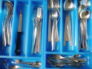 Ordnung in der Geschirrschublade